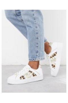 River Island - Sneakers con stampa leopardata e borchie a triangolo bianche-Bianco(112609046)